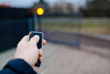 Napędy do bram wjazdowych – Jakie wybrać?
